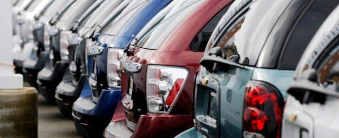 th_3b651670e2f30f81201e5ad0e93774b3_coches-expuestos-en-un-concesionario-foto-efe